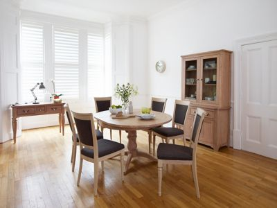 Harveys Florine Round Extending Dining Table & 4 Florine Chairs oak